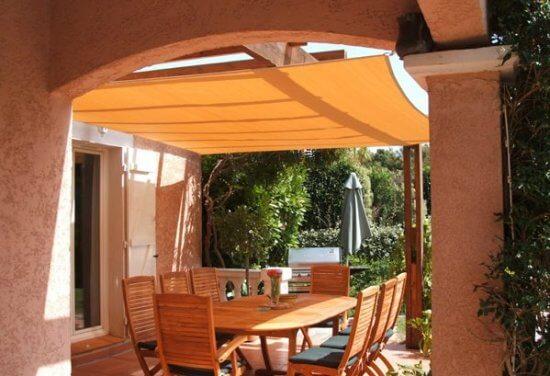La voile d'ombrage: un haut niveau de protection contre le soleil